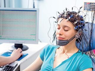 У нас в ЦГБ есть возможность пройти обследование головного мозга как бесплатно, по полису ОМС, так и на платной основе.