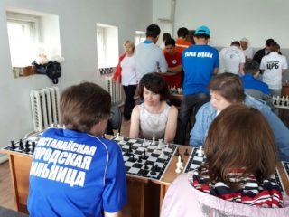 Сегодня в ГБУ РД «Дербентской ЦГБ» прошёл турнир по шахматам среди медицинских работников ,посвящённый 75 годовщине Великой Победе.