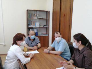 Сегодня в Дербенте побывали специалисты НЦЗД (Национального медицинского исследовательского центра здоровья детей) Татьяна Куличенко и Дмитрий Прометной.