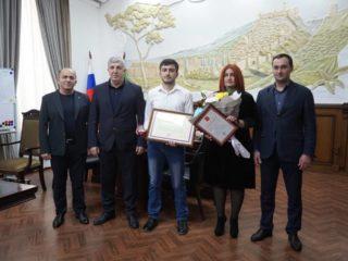 Среди тех,кто сегодня получил государственные награды за вклад в борьбу с коронавирусом и высокий профессионализм, наши сотрудники.